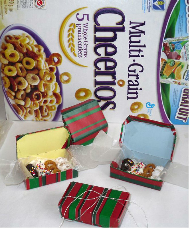 ainbow Christmas Tree Theme Ideas: Elf Treat