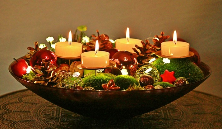 Christmas Holiday Bath and Shower Decor Ideas: Ornament candle centerpiece